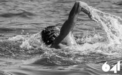 Κολύμπι μετ' εμποδίων_100